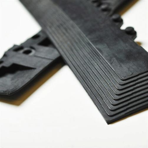 Anlaufkanten für Bodenplatten schwarz