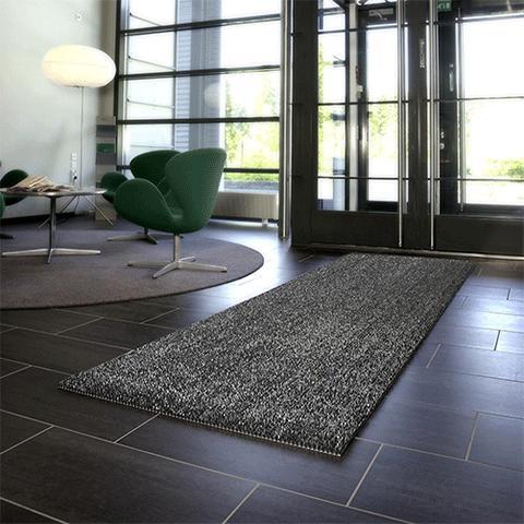 Die Kratzbürstenmatte kann auch als Schmutzfangmatte in Eingangsbereichen eingesetzt werden