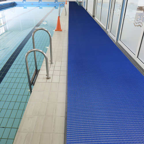 Barfussmatte im Schwimmbad