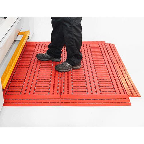Fußbodenrost Work-Deck rot am Arbeitsplatz