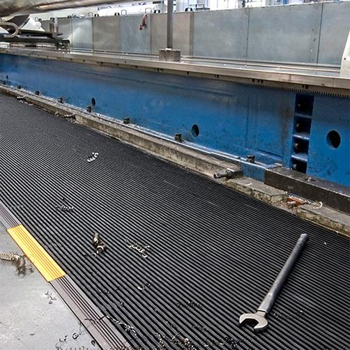 Industrierost + 11 in Produktionshalle