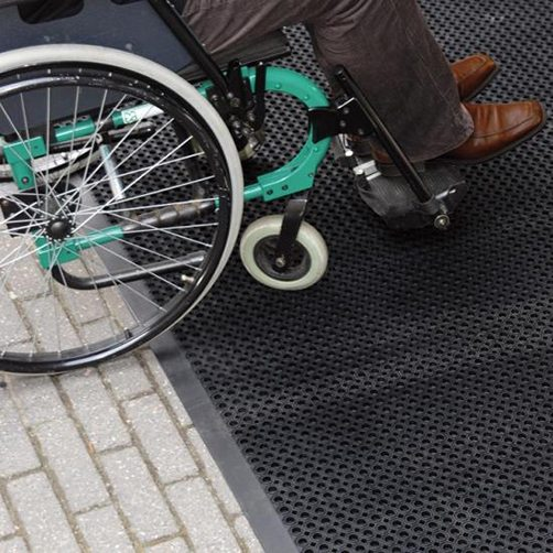 Oct-O-Flex-mit-Umrandung-Rollstuhl-2