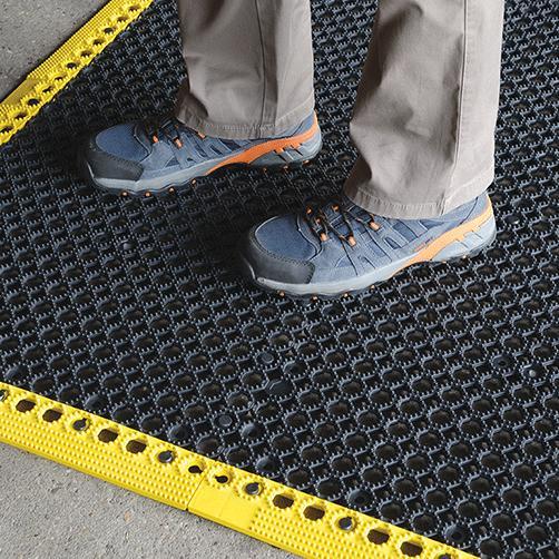 Steckfliesen Yoga Grid mit R12, nasse Arbeitsbereiche